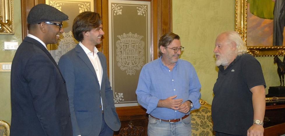 Juan Echanove rueda en Granada el trailer de 'Sin aliento'