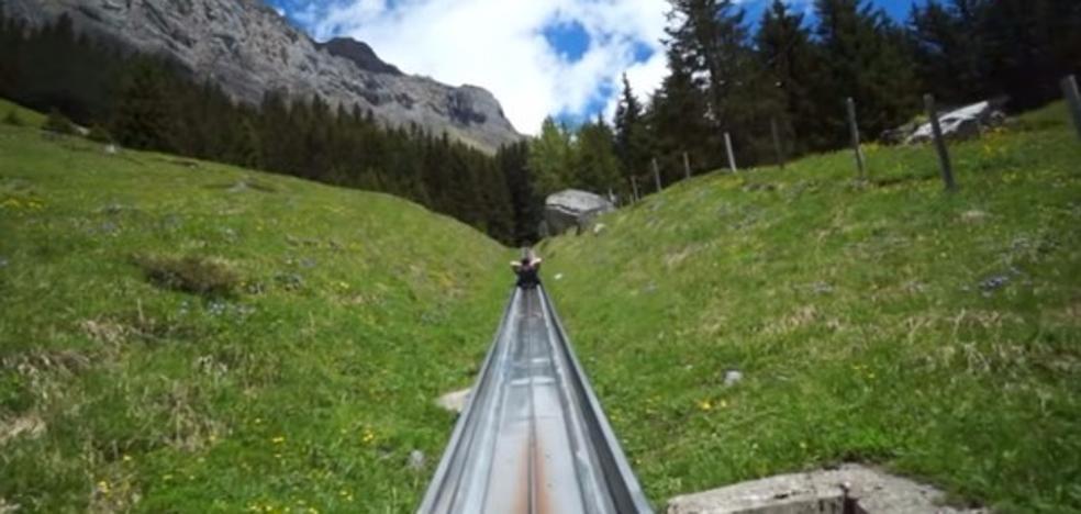 Un espectacular descenso con 'toboganes' en los Alpes suizos