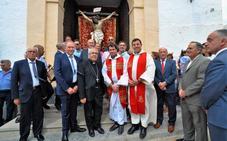 El arzobispo de Granada visita Almegíjar para conocer sus fiestas
