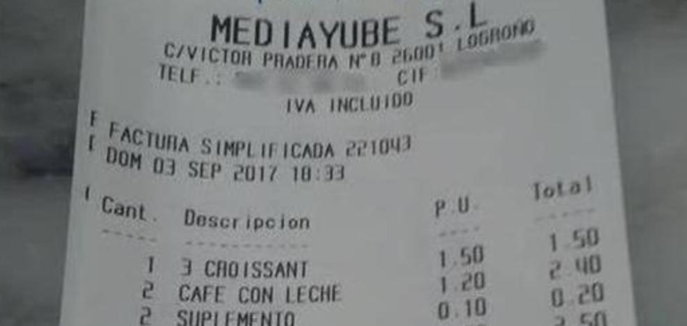Una familia denuncia a un restaurante por el mensaje que encontraron en la cuenta