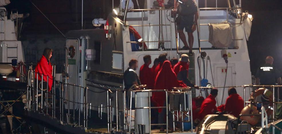 Rescatan a 68 personas de cinco pateras