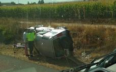 Una persona herida y dos vehículos volcados tras un accidente en Cijuela