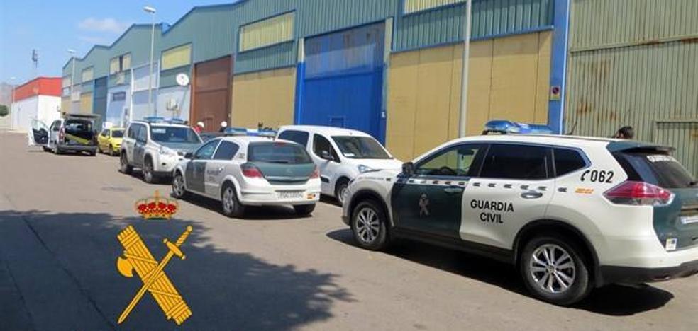 """Tres detenidos tras desmantelar un punto de venta que actuaba como un falso """"club social"""" con 150 socios"""