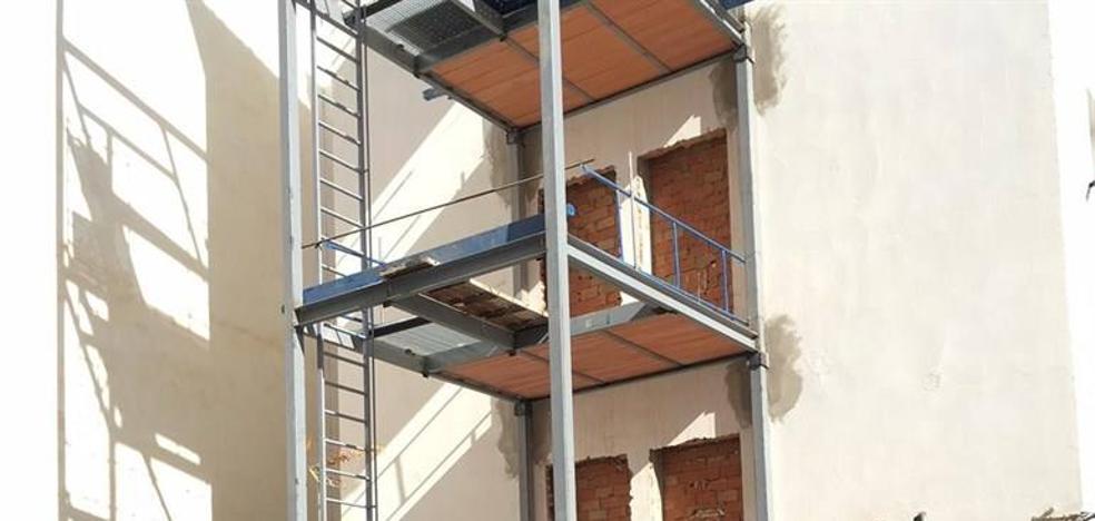 La Junta invierte 182.000 euros en la rehabilitación de 69 viviendas de la capital para mejorar su accesibilidad