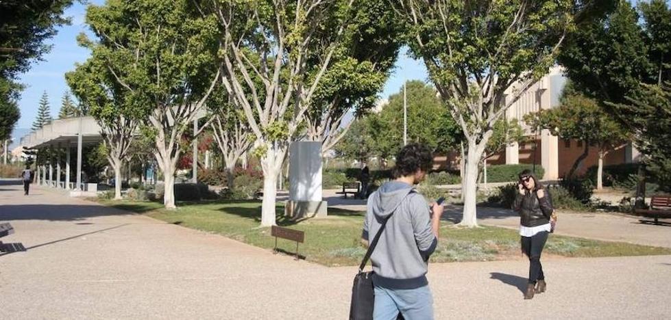 La UAL retoma tras dos cursos el programa de alojamiento con personas mayores para estudiantes