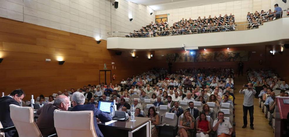 Más de 700 olivareros analizan en Jaén la actualidad del sector