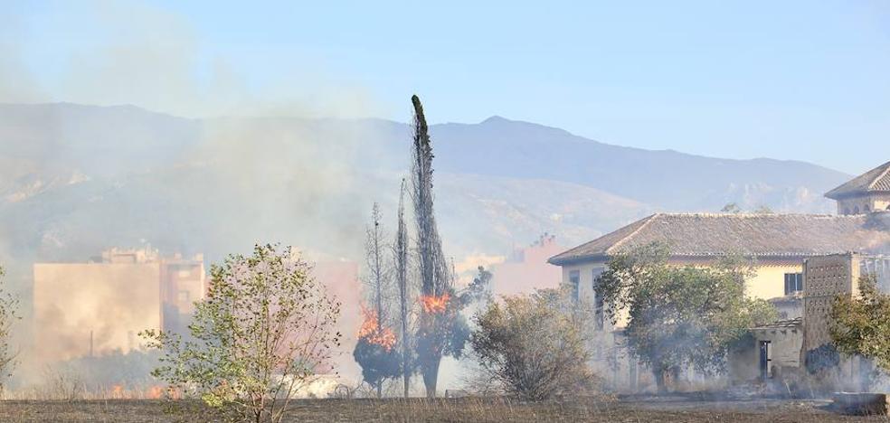 Tres incendios casi simultáneos en Granada capital
