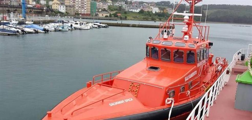 Rescatan a 14 personas más de una segunda patera a 42 millas de Cabo de Gata