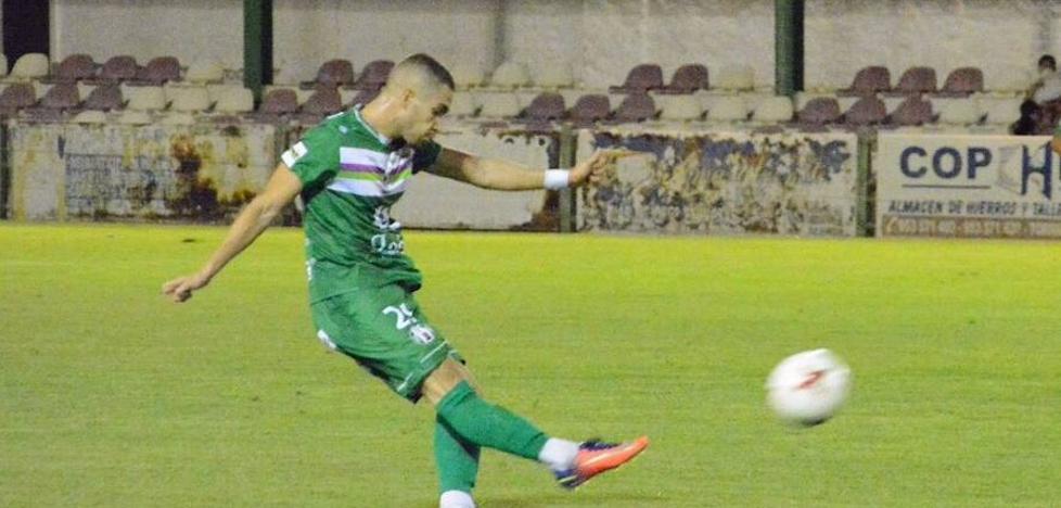 Problemas en el centro de la defensa del Atlético Mancha Real debido a las lesiones