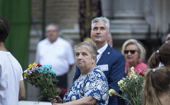 Granada se vuelca con la ofrenda floral a la Patrona