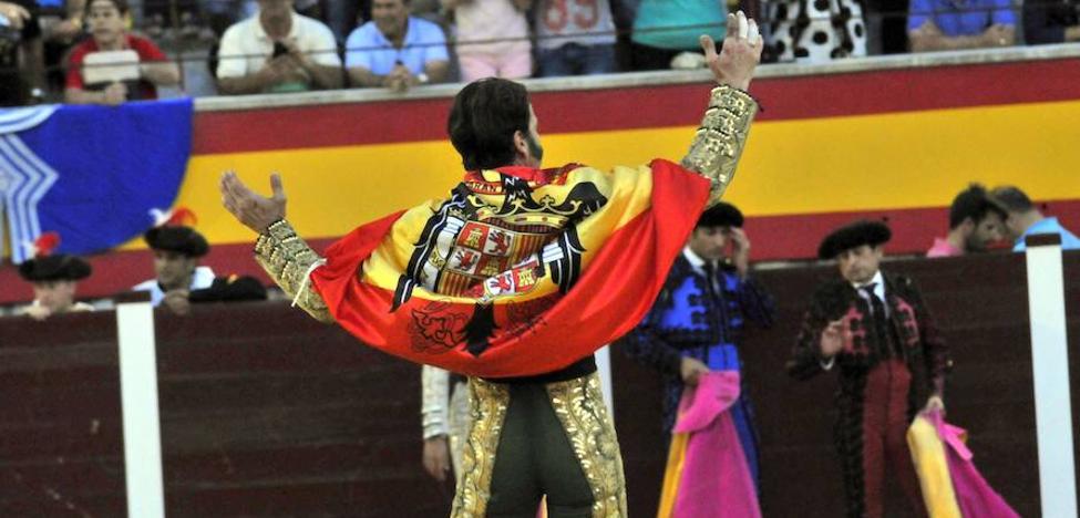 Críticas a Padilla por lucir la bandera franquista en Villacarrillo