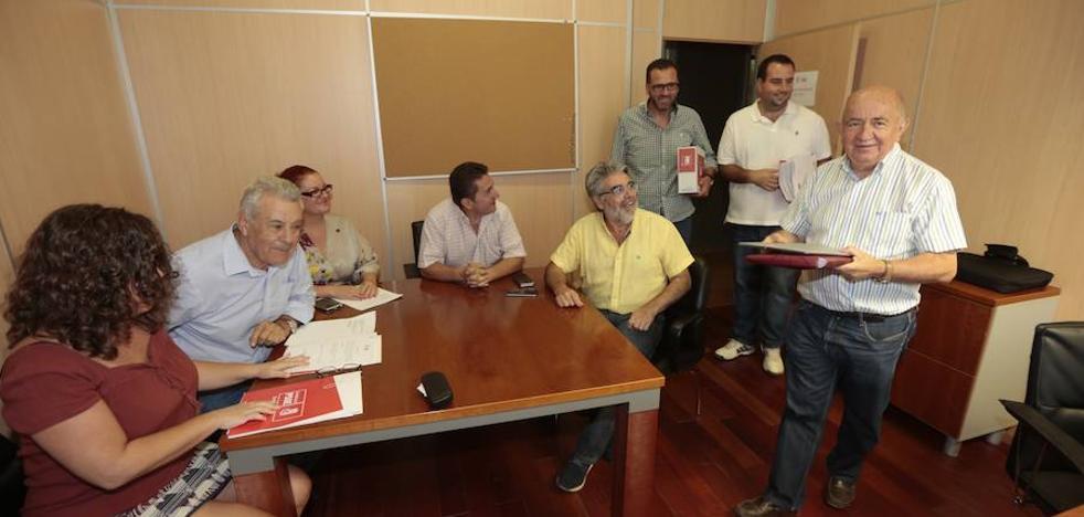 Los tres candidatos a la secretaría provincial del PSOE en Granada entregan los avales necesarios