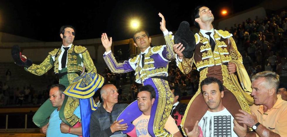 Todos a hombros en Villacarrillo