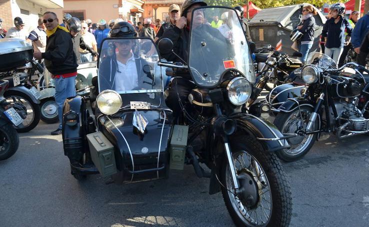 Más de 250 motos en la XX Concentración de Motos Clásicas de Pinos Puente