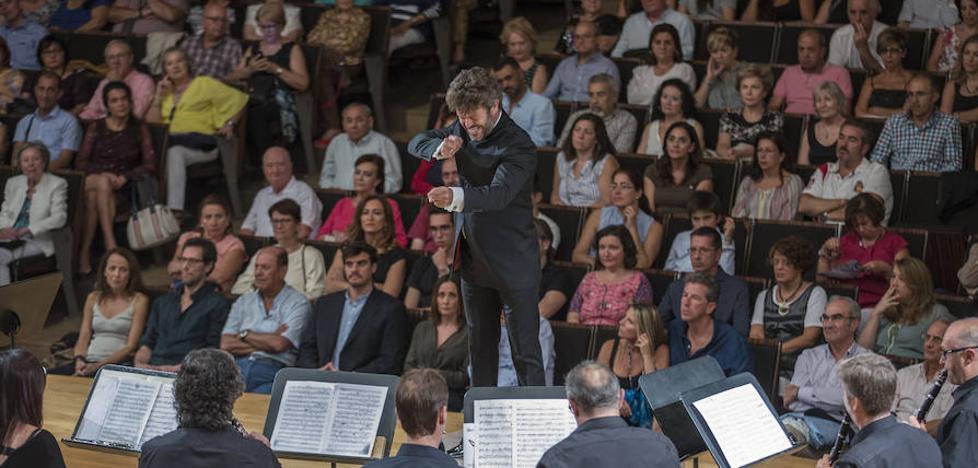 Pablo Heras-Casado dirige la Banda de Música de Granada en su centenario