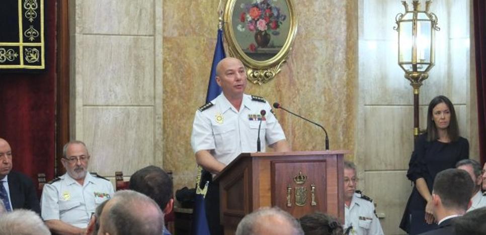 Sanz admite el aluvión de pateras pero no incrementará los agentes