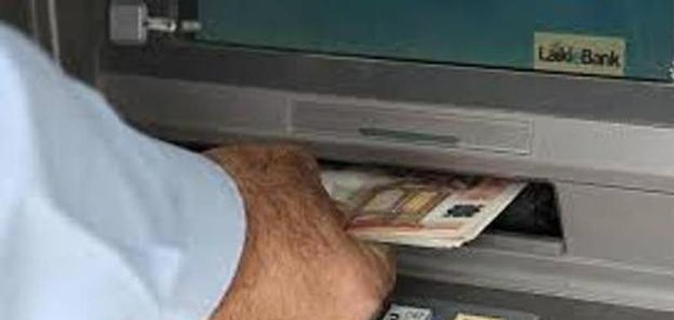 Detenido en Jaén un joven por utilizar una tarjeta bancaria de una clienta