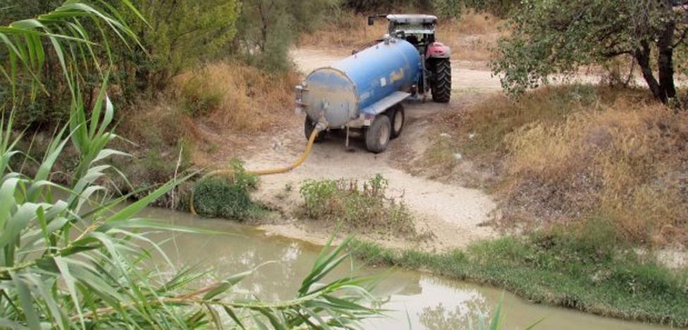 La extracción de agua del Guadalbullón pone en alerta a la guardería de la CHG