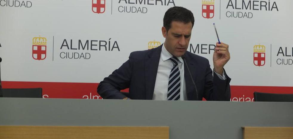 Castellón urge a la Junta para que dé su parte del dinero para la obra del paso a nivel de El Puche