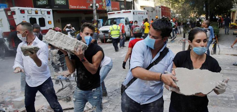 El caos y el olor a gas se apoderan de la Ciudad de México tras el temblor