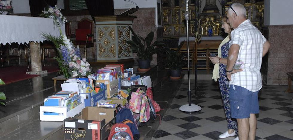 Lanjarón dona material escolar a los niños con menos recursos de la Zona Norte de Granada capital