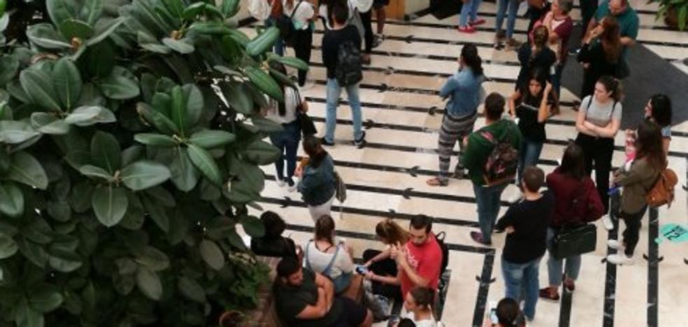 Colas en las facultades por las bonificaciones de las matrículas