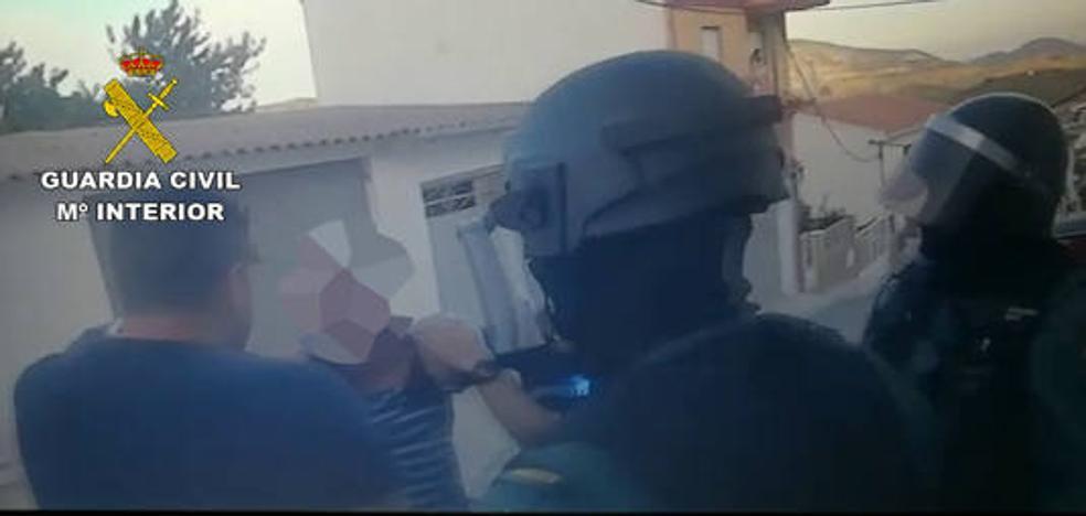 Detienen a dos peligrosos atracadores de gasolineras