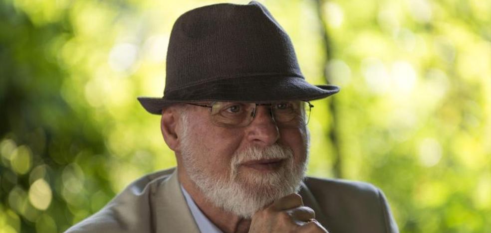 Alberto Manguel: «No creo en la lectura virtual, como no creo en el sexo virtual»