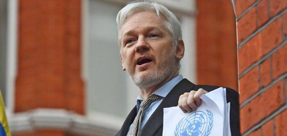 Assange insulta a 'El Mundo' tras confundirlo con 'El Mundo Today'