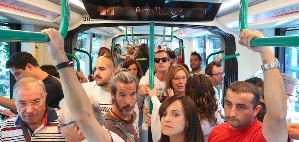 El metro de Granada transportó a 23.500 usuarios en su primer día