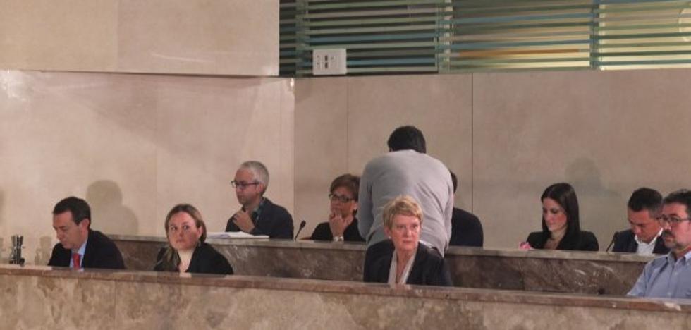 La oposición denuncia el «oscurantismo» municipal en el caso de la fiesta en el Estadio