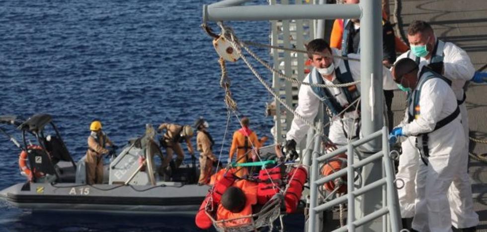 El buque 'Cantabria' de la Armada rescata más de 400 migrantes en el Mediterráneo