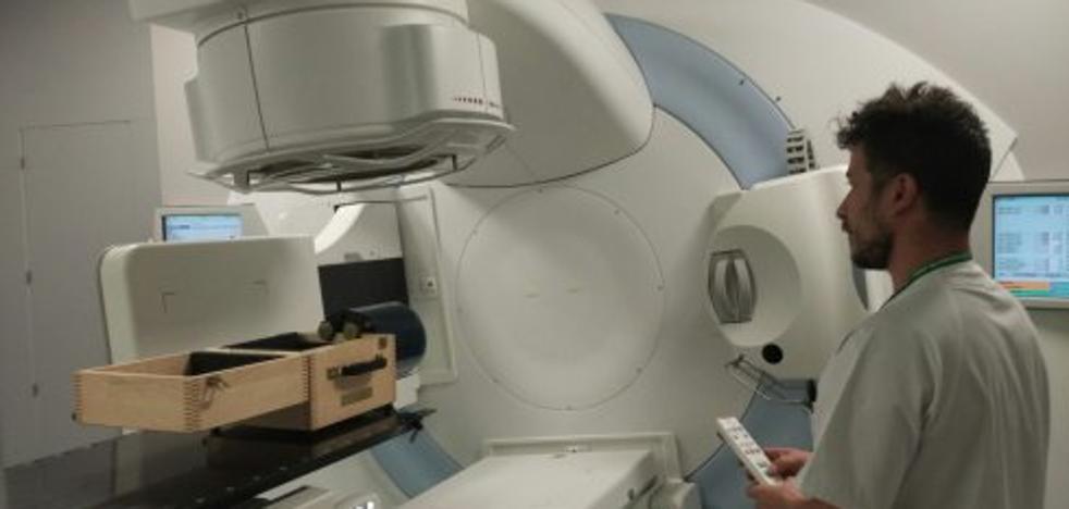 El hospital inicia las obras para el acelerador contra el cáncer que donó Amancio Ortega