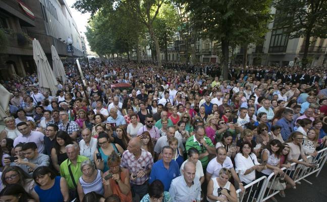 Miles de granadinos se echaron a las calles a recibir a su patrona