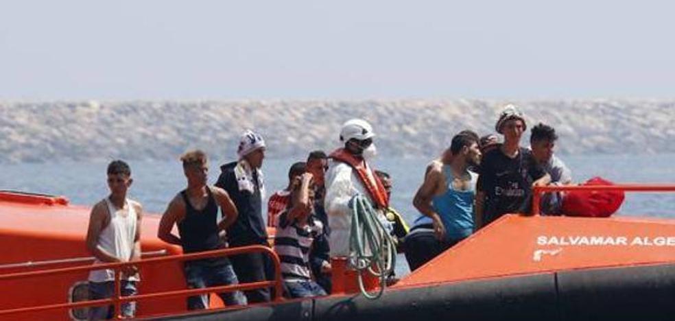 Rescatan a 44 inmigrantes de tres pateras a 40 millas del Cabo de Gata