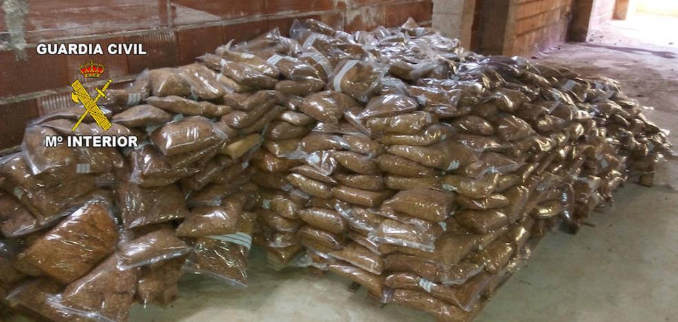 La Guardia Civil interviene 867 kilos de tabaco de contrabando en una empresa de Guarromán