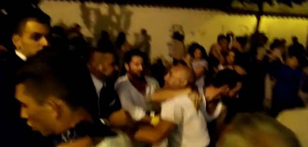 Brutal pelea a la salida de un paso de la Virgen por decir que tenía «andares sevillanos»