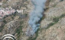 El Infoca da por extinguido el incendio forestal del Barranco Cornicabra de Rubite