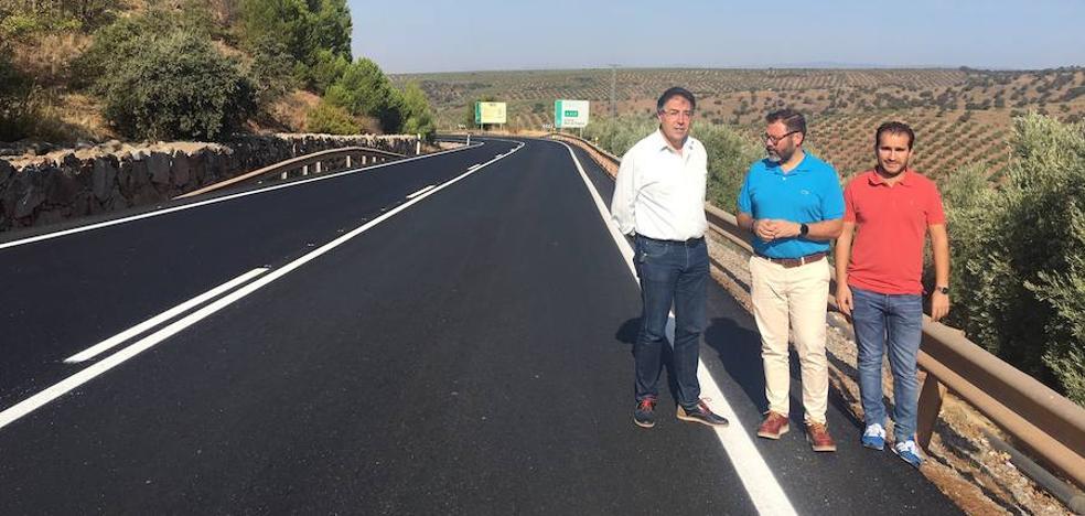 La Junta refuerza el firme y mejora la seguridad vial en los accesos a Navas de San Juan por la A-312