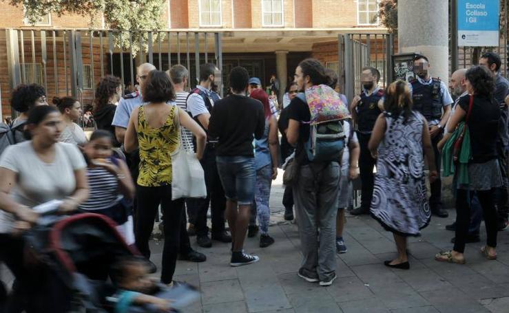 Comienza la ocupación de colegios electorales en Cataluña