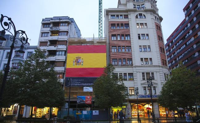 La banderona de Gijón inflama las fachadas