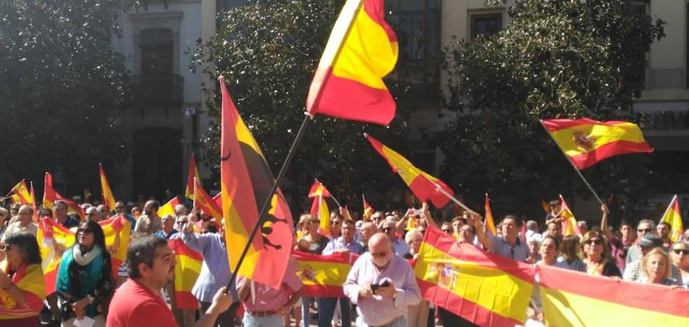 Concentración en favor de la unidad de España en la plaza del Carmen