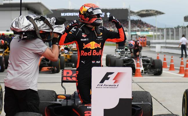 Verstappen deja a Hamilton con las ganas en Sepang