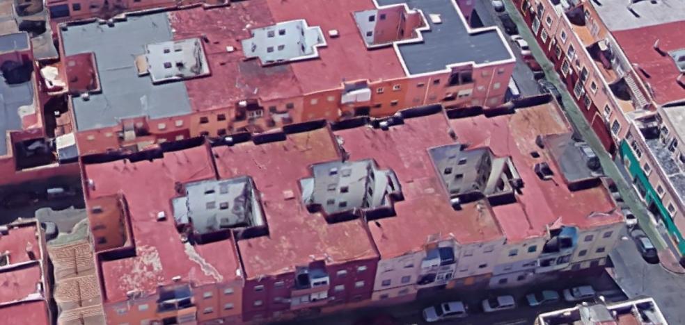 El Ayuntamiento reparará siete bloques municipales con humedades en Pescadería