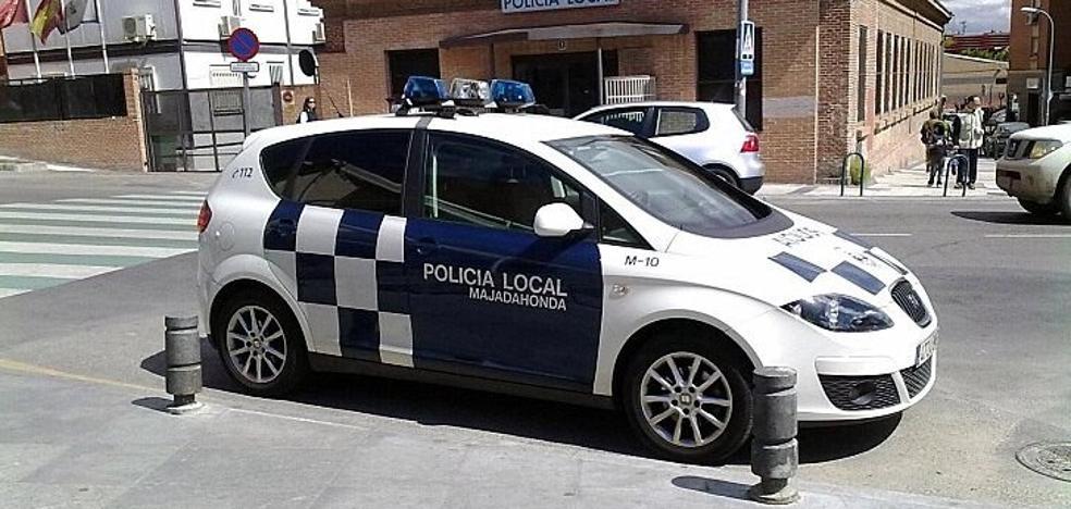 Un policía fuera de servicio salva la vida de una mujer apuñalada