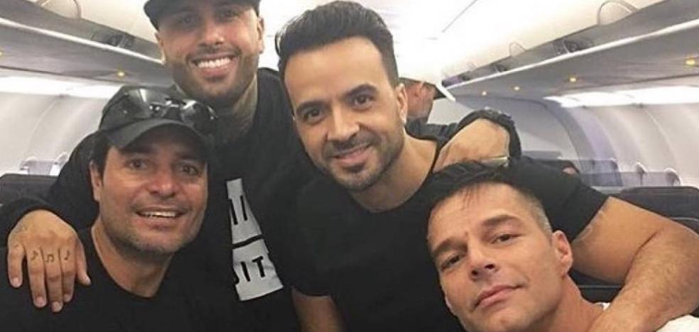 Ricky Martín viaja a Puerto Rico bien acompañado
