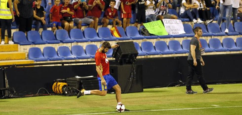El Rico Pérez concede una ruidosa tregua a Piqué