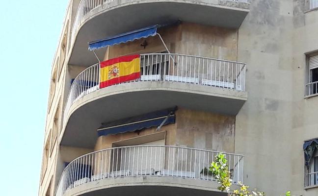 El alcalde de Jaén llama a engalanar toda la ciudad con banderas de España