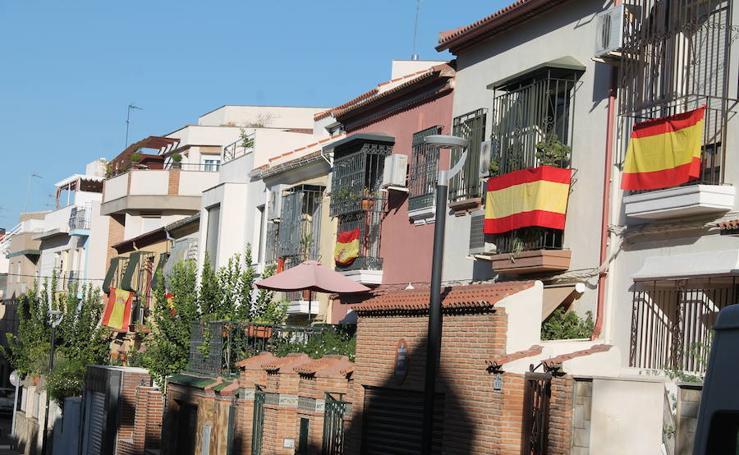 Gran parte de Jaén ya luce engalanada con la bandera de España
