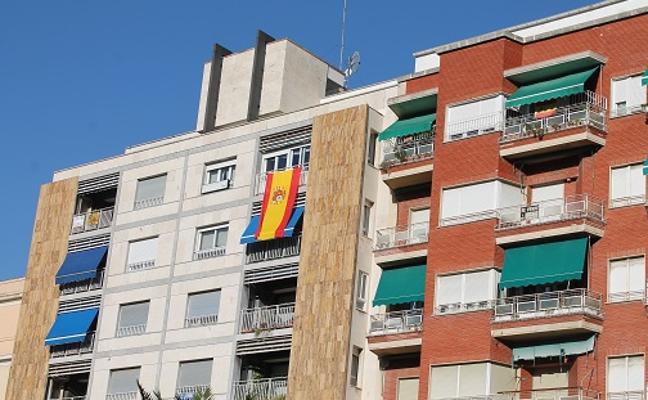 El Ayuntamiento repartirá 7.000 cartulinas con la bandera de España
